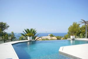 Modernized sea view villa with guest apartments in the Gulf area of Nova Santa Ponsa