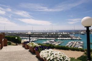 Front line ground floor apartment at the marina Port Adriano