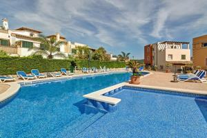 Expertly renovated townhouse at the golf course of Camp de Mar